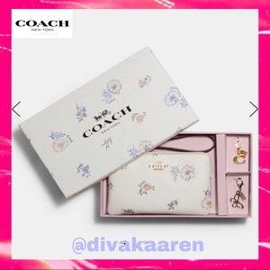 COACH Boxed Corner ZIP Wristlet / Dandelion Floral